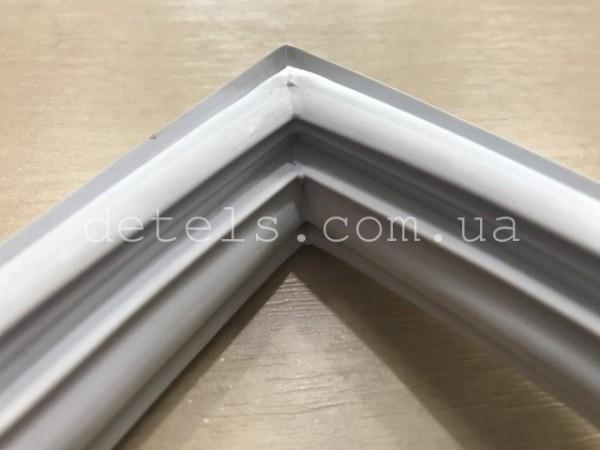 Уплотнительная резина морозильной камеры Snaige FR240 525x328 для холодильника (V372.104-00)
