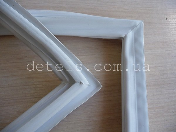 Резина (уплотнитель) для холодильника Snaige FR240, 1023x525 (V372104-01)