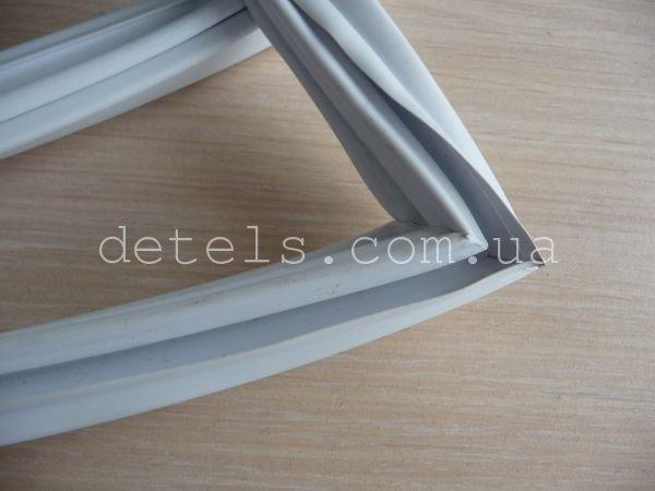 Резина (уплотнитель) для холодильника Snaige - 310, 858х570 мм